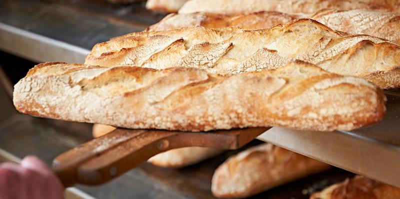 Bäckerei Ickert | Backstube: Baguette & Brötchen