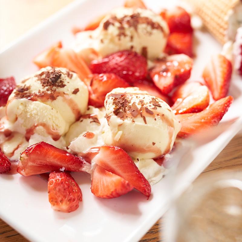 Vanilleeis mit Erdbeeren | Bäckerei Ickert